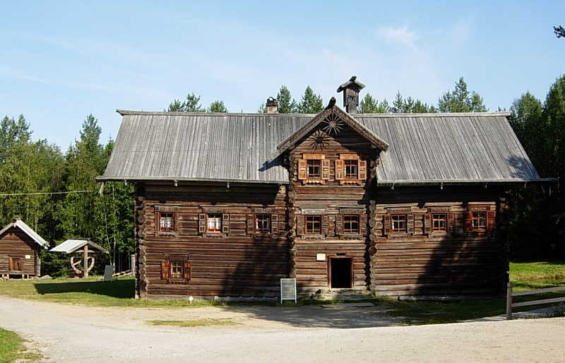 The house of a rich Old Believer in the Museum of Wooden Architecture. Photos