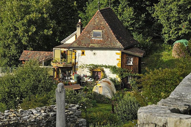Образец загородного частного дома. Фото